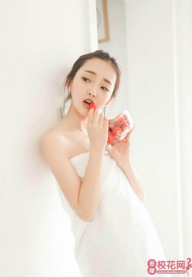 西安培华学院2018级校花龚静雯