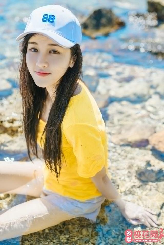 郑州师范学院2019级校花宋烂嫚