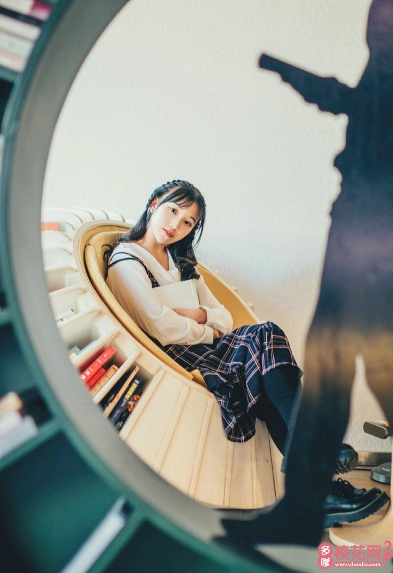 四川文化艺术学院2019级校花谭芬
