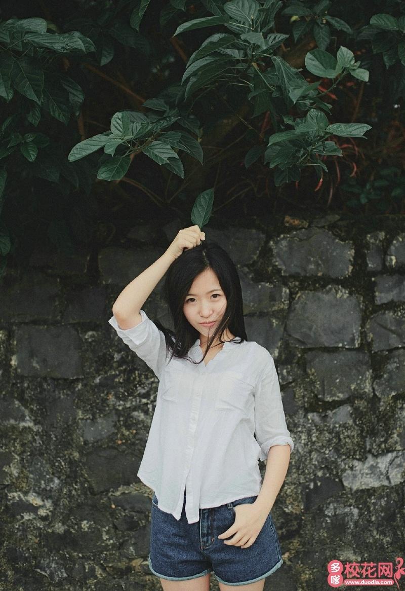 湖北中医药大学2018级校花王婉怡