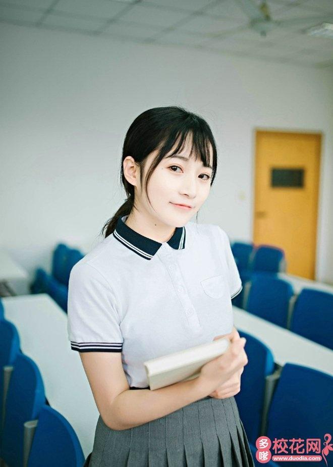 长江大学校花纪新萍