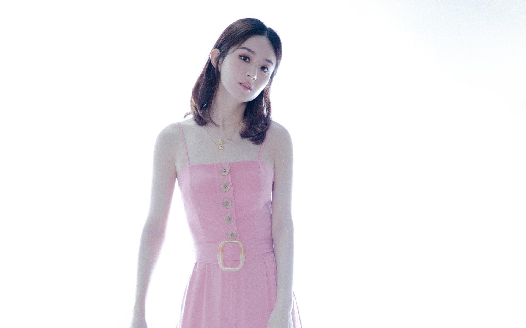 赵丽颖粉色吊带裙超高清写真图片