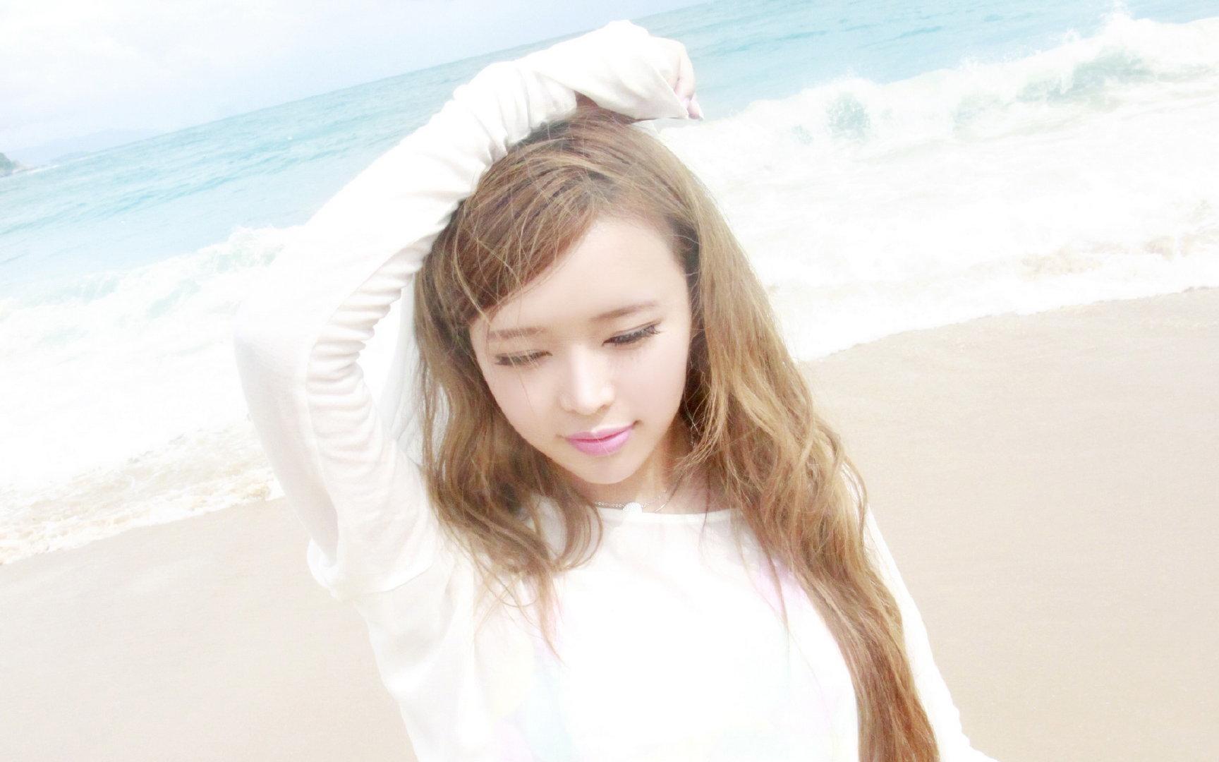 裴紫绮海滩1080P高清写真壁纸