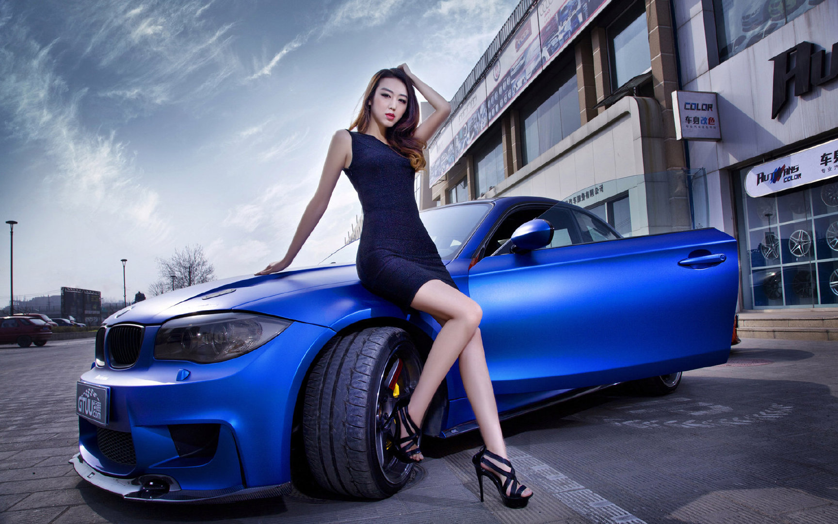 宝马1M美女车模1080P高清写真壁纸