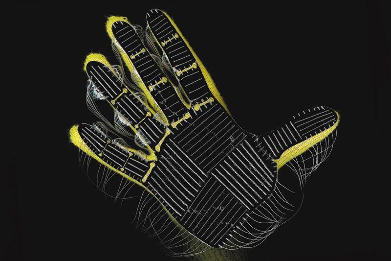 """能学习识别物体 有助人机交互——""""人工智能手套""""让机..."""