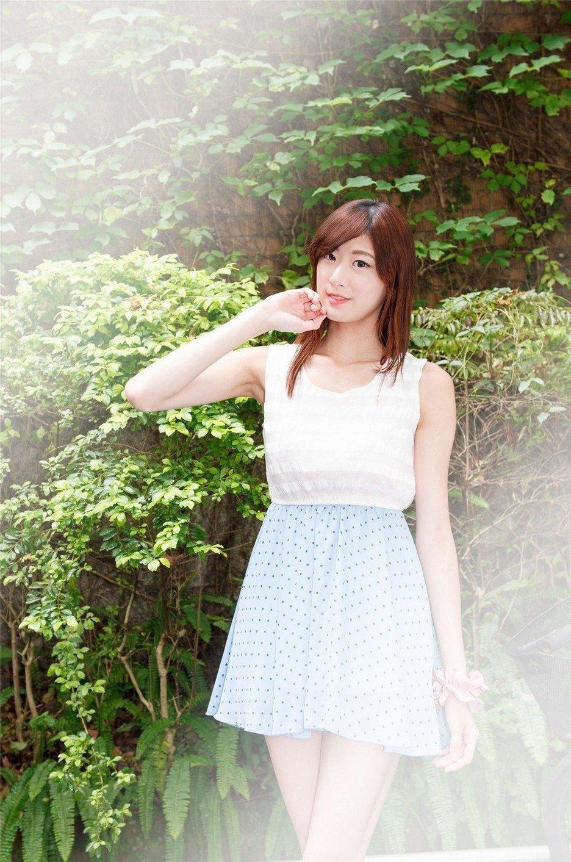 美女御姐雪白肌肤街头短裙美腿清纯阳光写真