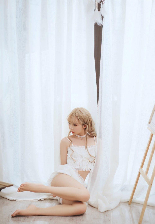 日本混血美女私房蕾丝内衣清纯梦幻养眼惹火写真
