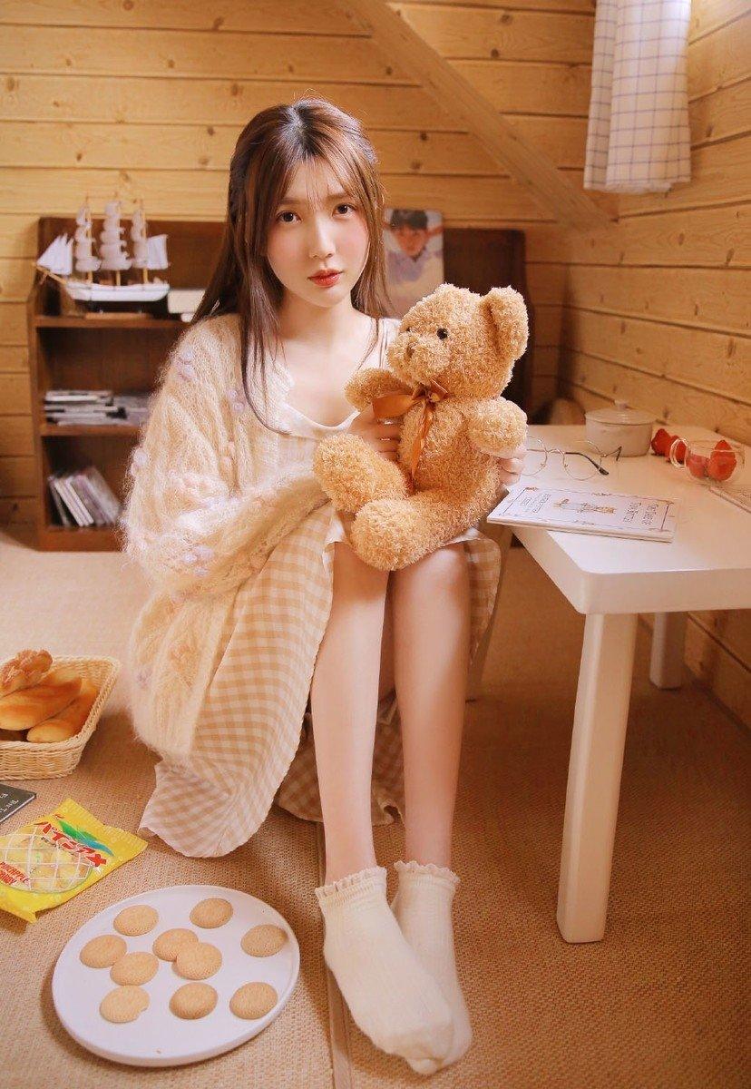 诱人御姐美女杂志模特小清新长腿玉足私房写真图片