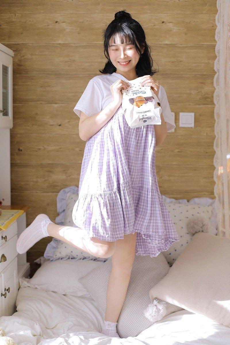 00后萝莉美女床上香艳白嫩可爱班花清纯写真图片