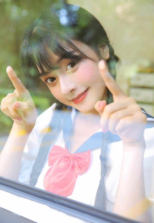 可爱清纯童颜校园学生妹制服诱惑白嫩美女写真