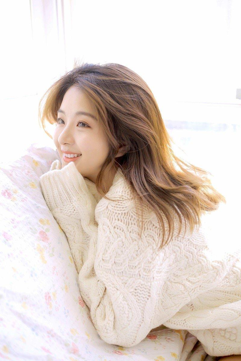 长发养眼美女白皙温柔甜美笑容撩人清纯写真