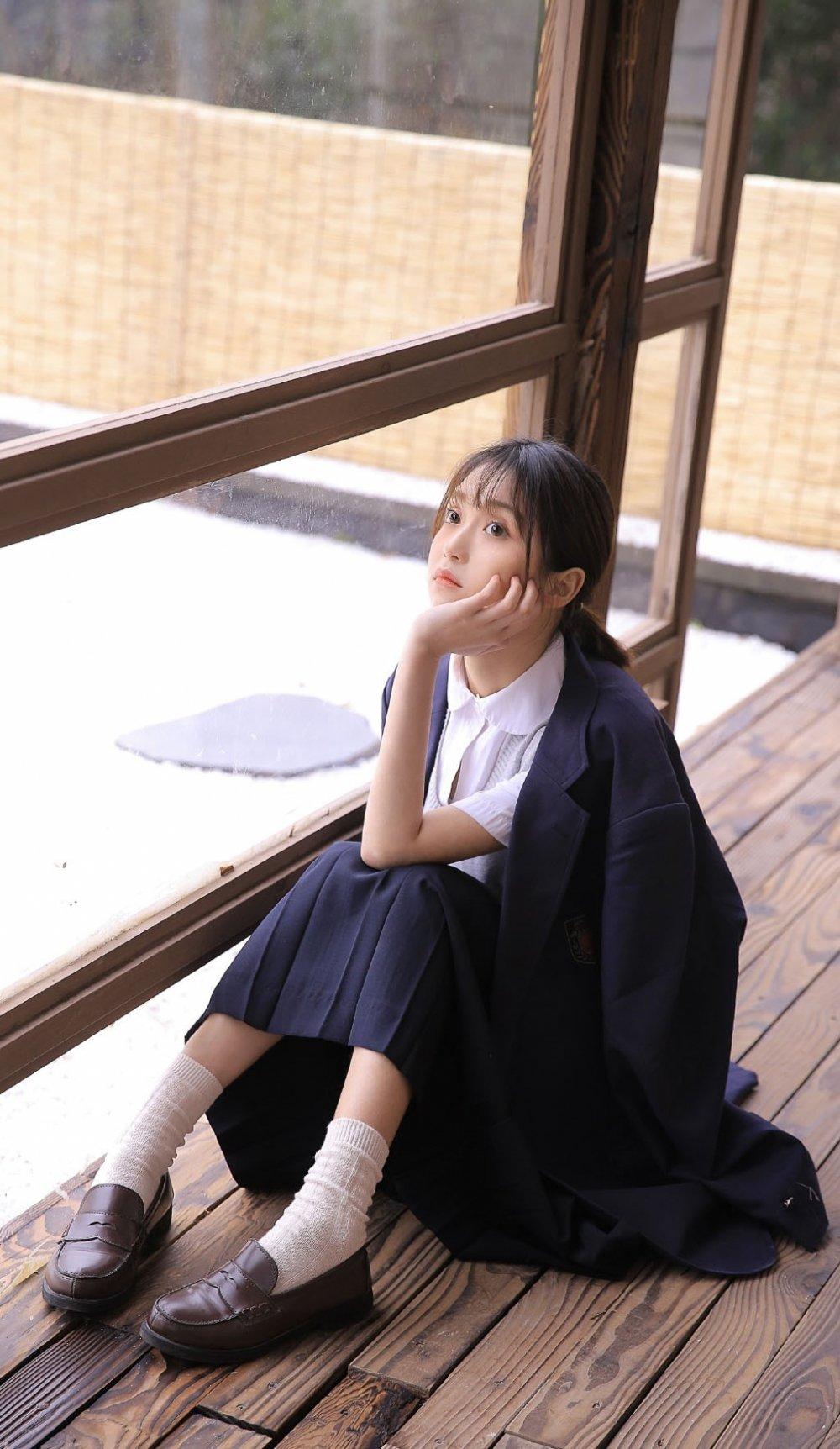 极品清纯校园学生妹制服美女户外空灵氧气写真