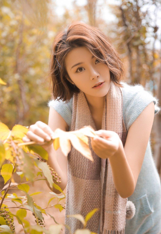 邻家时尚气质美艳少妇户外优雅清纯养眼写真图片