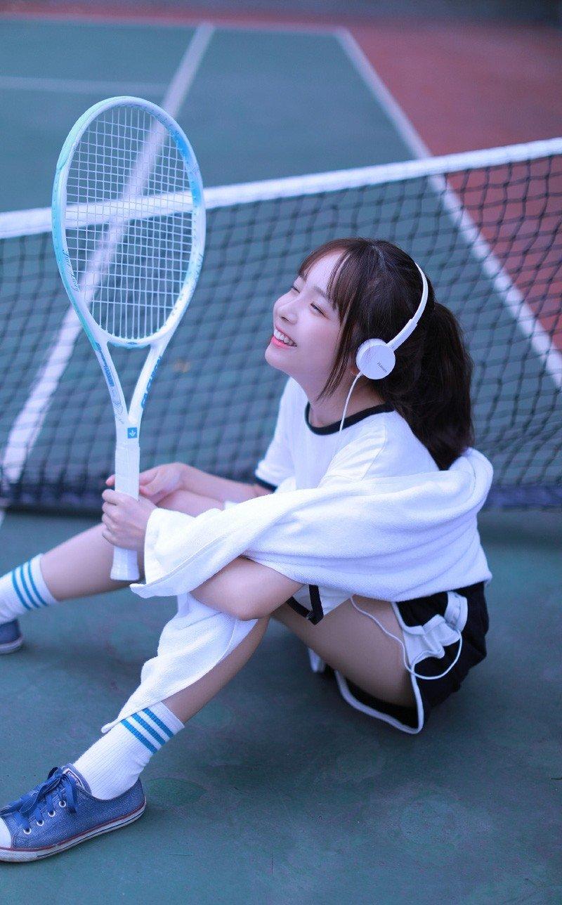 校园运动美女班花白皙美腿清纯可爱稚嫩写真图片