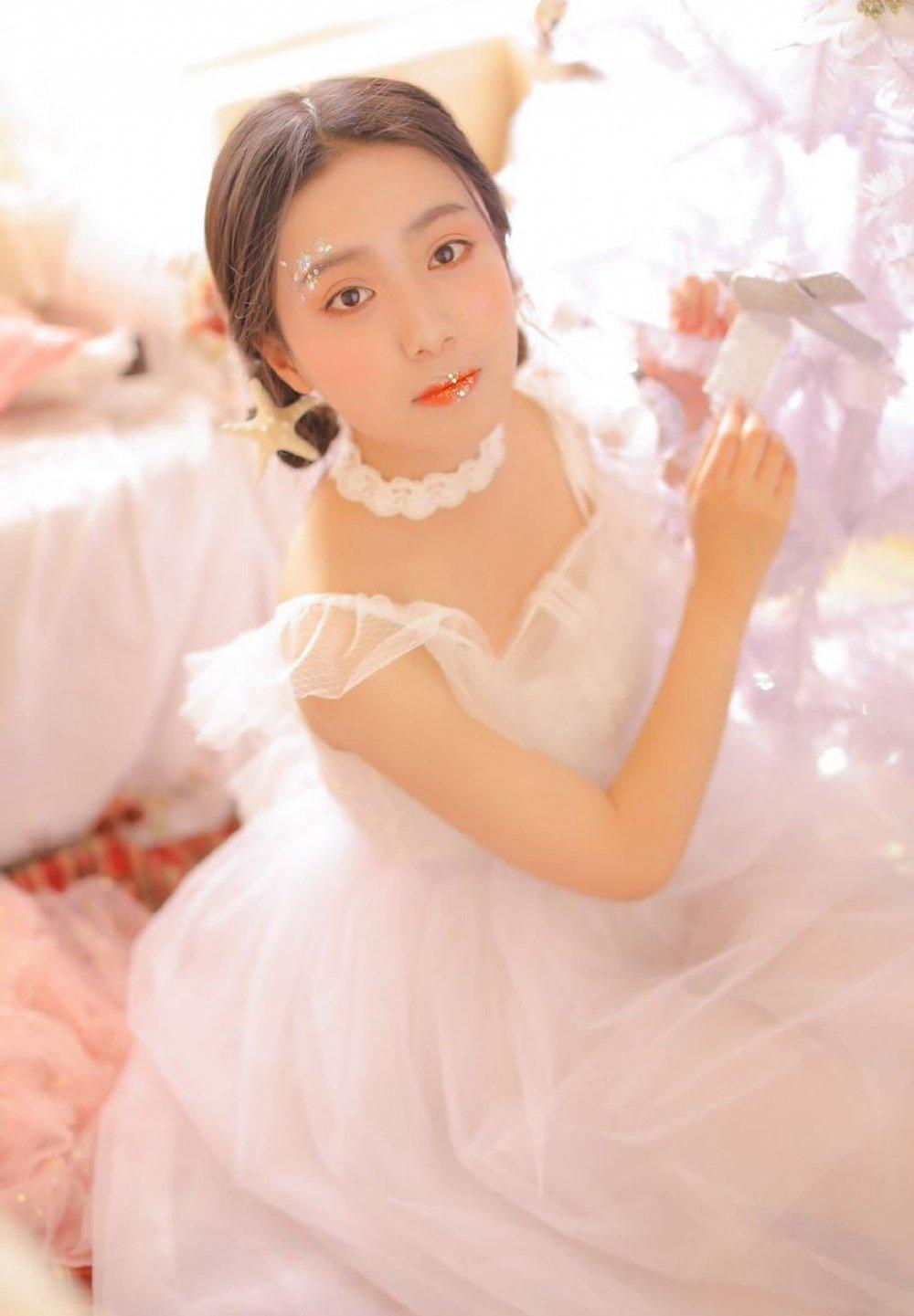 梦幻美女极品透视装蕾丝长裙清纯养眼粉嫩写真