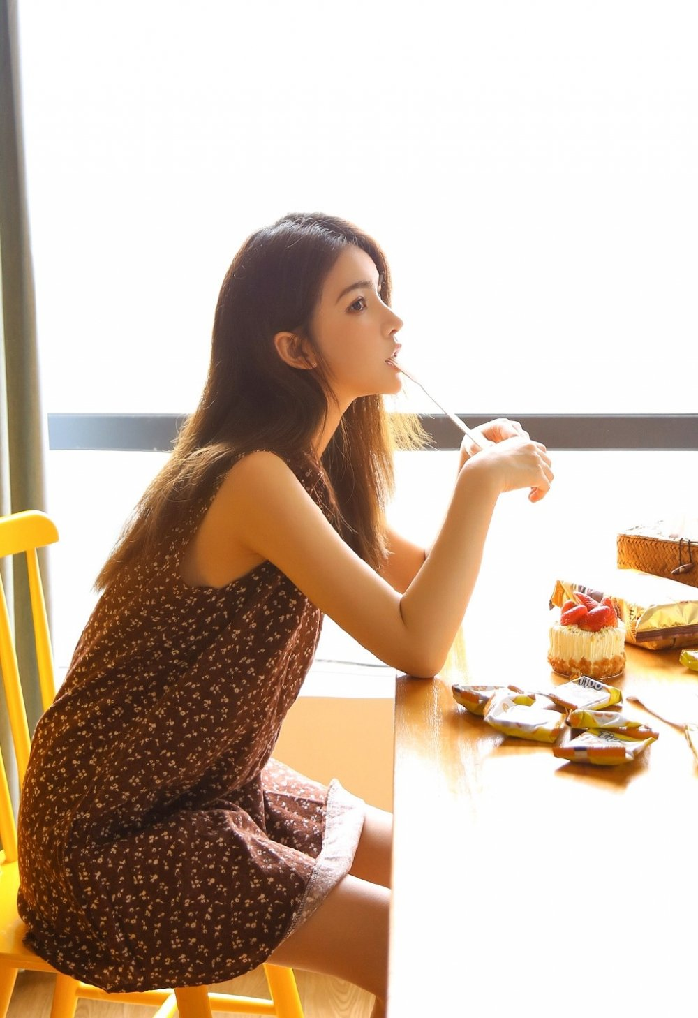 校园美女校花唯美阳光清纯气质下午茶写真图片