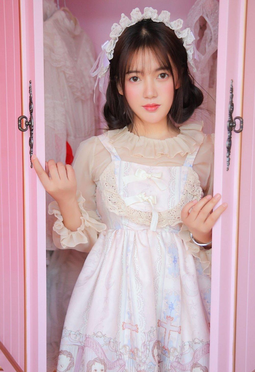 可爱公主系美女白色蕾丝长裙养眼清纯萌妹私房写真
