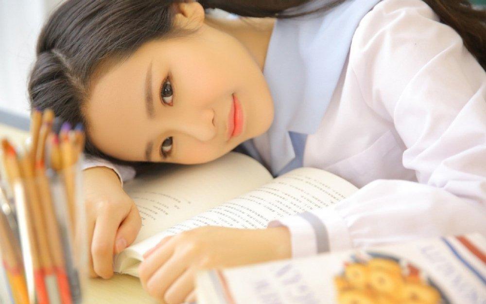 台湾美女校园班长青涩稚嫩水灵动人写真