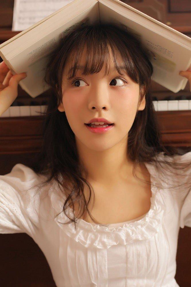 文学女孩纱裙钢琴室优雅迷人少女写真