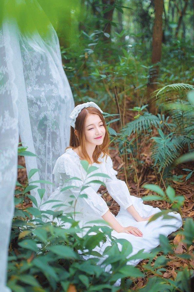 梦境森林内的纯真可爱精灵轻纱朦胧裙梦幻写真