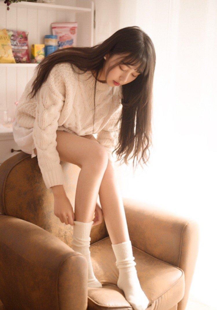 90后甜美气质长发尤物美女唯美梦幻私房美腿写真