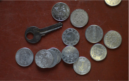 投假币乘公交现象被关注 奇葩