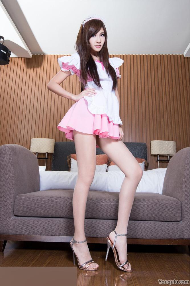 美女Chu女仆装秀白皙美腿