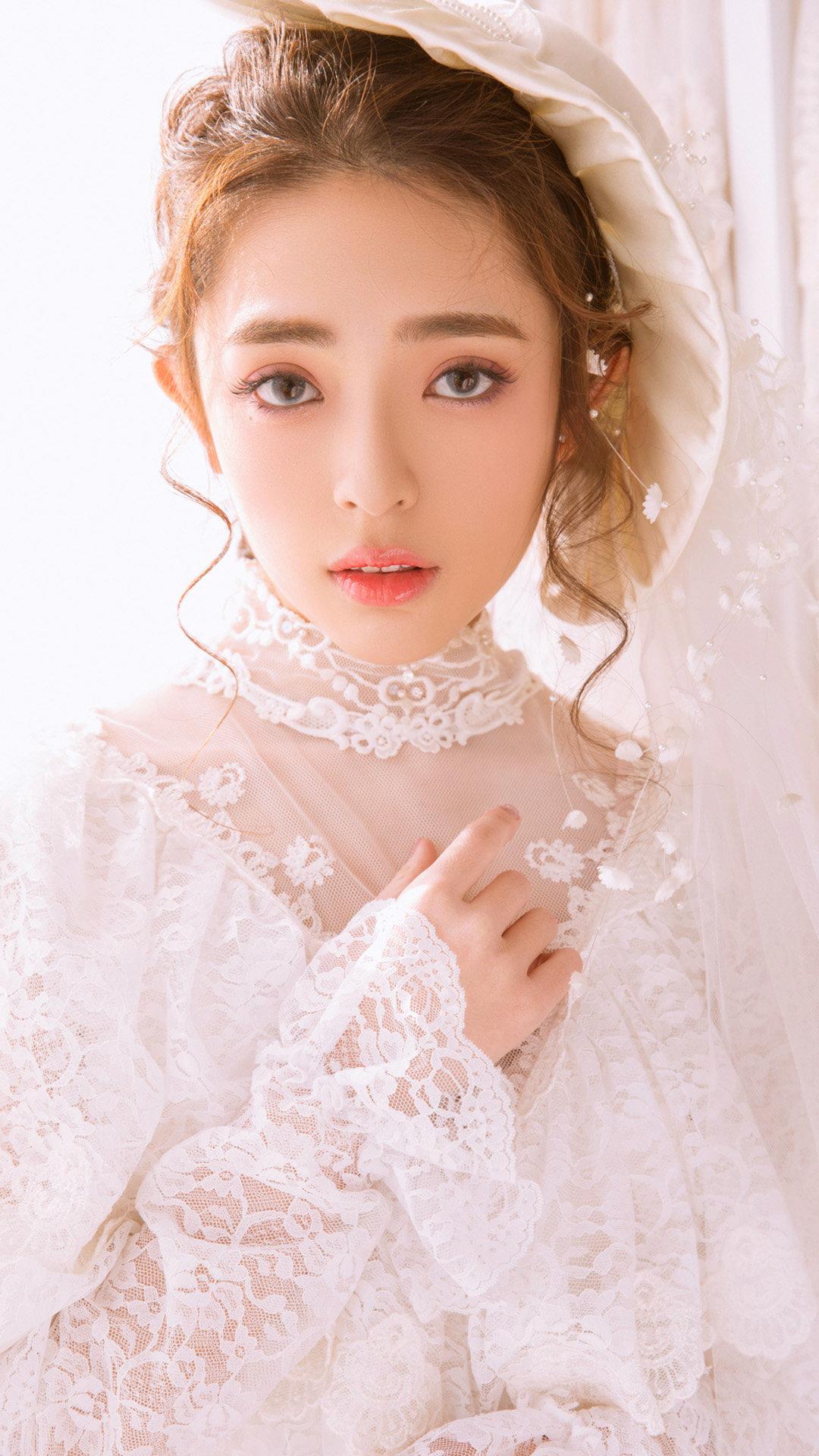 迪丽热巴婚纱造型,太美了!穿婚纱的女人真的都好美