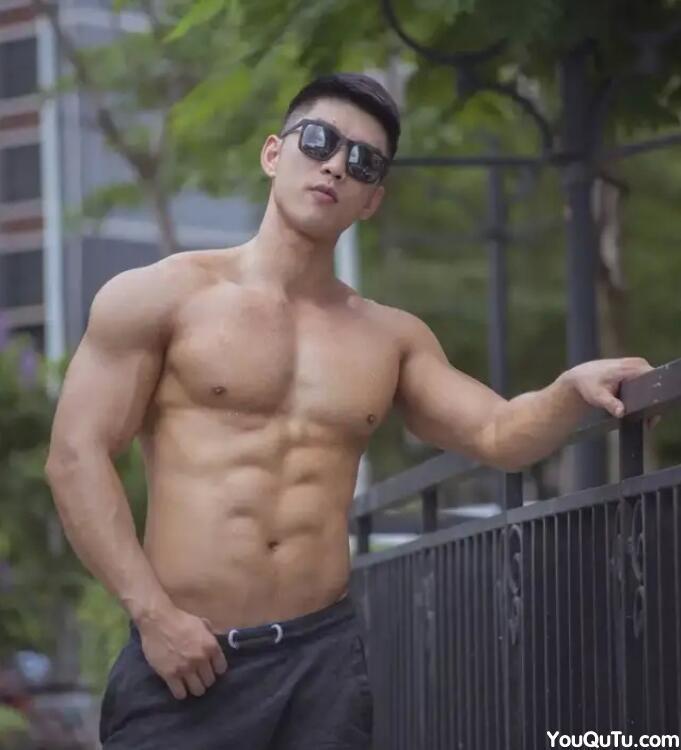 中国90后帅哥男腹肌照片
