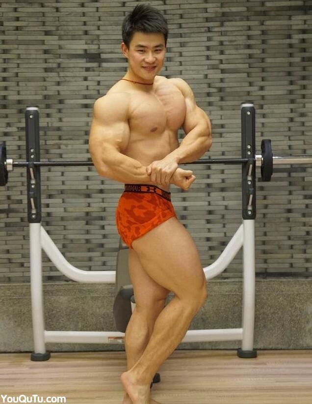 肌肉健美帅哥陈康生活照图片
