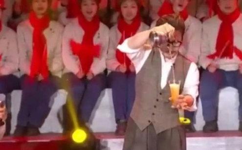 """刘谦春晚魔术炒冷饭不是第一人,而是被称为小品""""暴发户""""的他[7P]"""