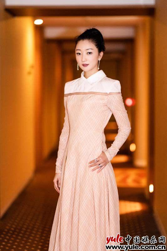 张瑶携《诗人》亮相东京电影节 格纹拼接裙复古清新[9P]