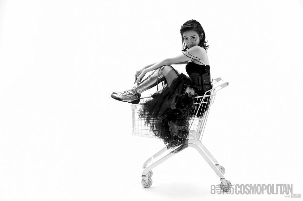 景甜霸气解锁大刊封面 完美变身酷girl[11P]