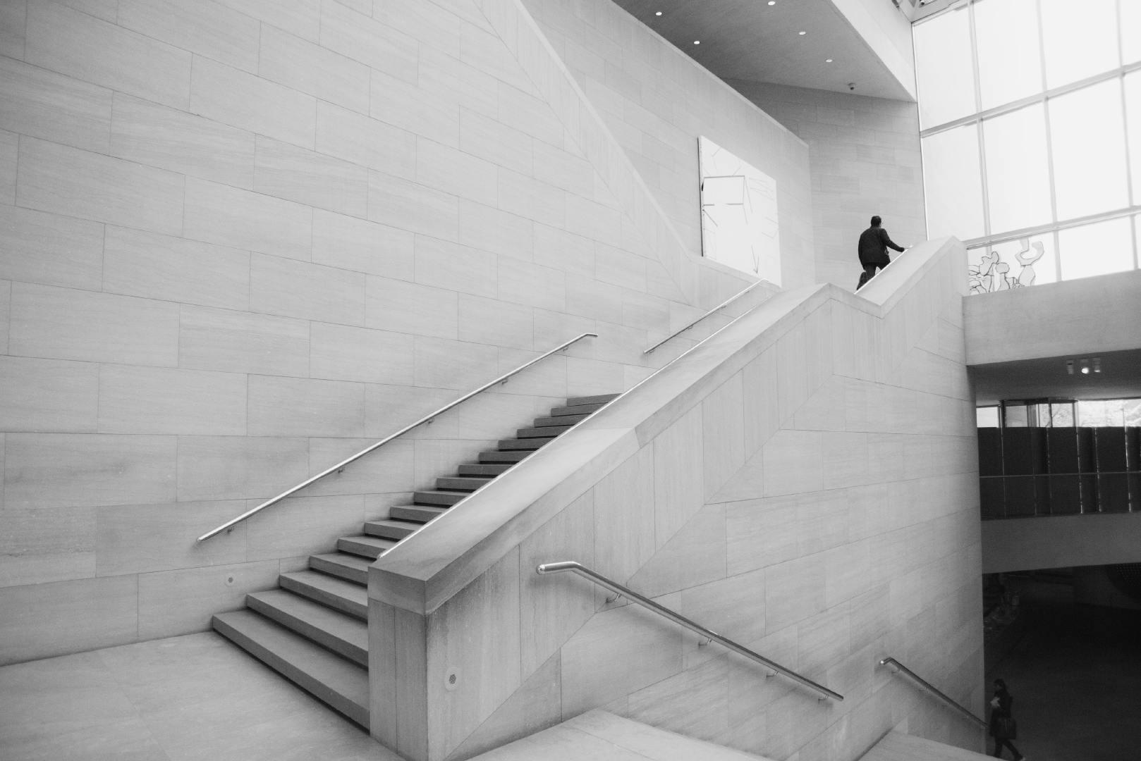 线条明朗简单的简约现代建筑高清桌面壁纸
