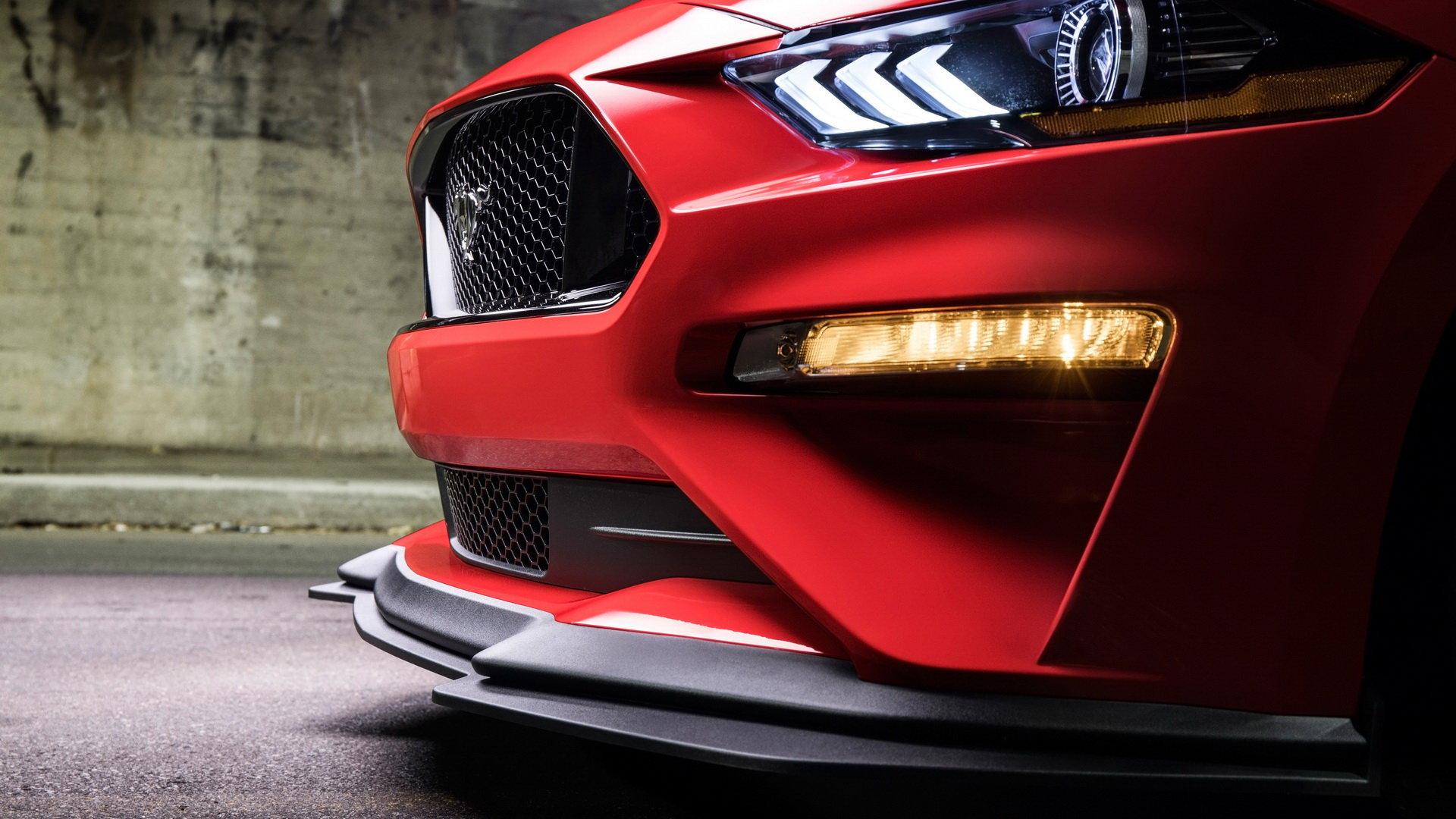 时尚霸气的红色福特野马5.0 GT跑车电脑壁纸