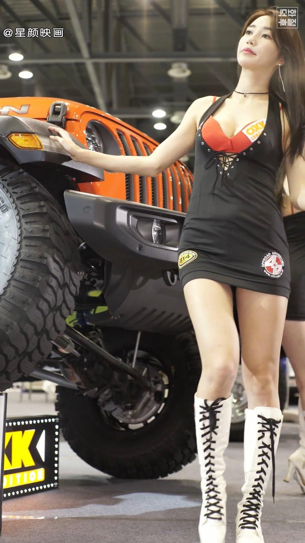 韩国美女车模林率雅 Im Sola,精致甜美有仙气,短裙翘臀丰满诱人