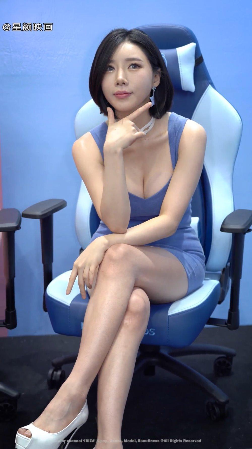 韩国美女车模宋姝儿,蓝色吊带包臀连裙,身材迷人性感