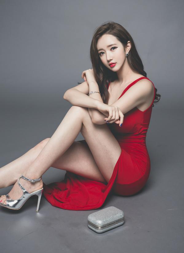 分享一组韩国美女写真,单纯觉得后期调色很舒服~ 美女写真-第1张