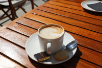 浓郁的咖啡上面的咖啡拉花摄影图片