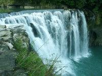宏伟壮阔的瀑布高清桌面背景