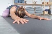不同难度的瑜伽动作宽屏桌面壁纸