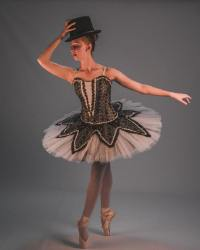 翩翩起舞的芭蕾舞女演员高清壁纸大全