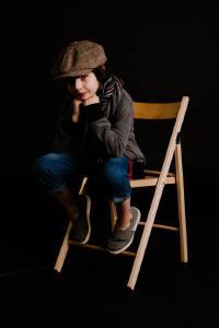 童真的小男孩写真摄影图片