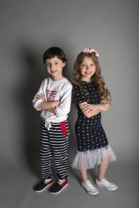 装扮时尚的男女儿童模特摄影图片