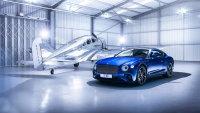 大气时尚的蓝色宾利欧陆GT广告图片