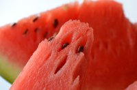 夏日清凉可口切开的西瓜高清桌面壁纸