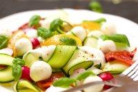 低脂营养丰富的蔬菜沙拉高清摄影图片