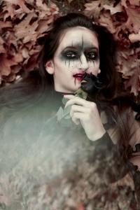 万圣节鬼怪妆容的哥特女孩摄影图片