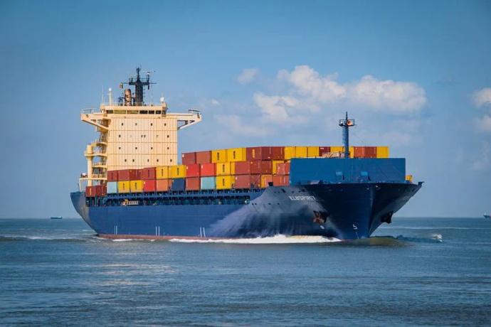 满载 2 万 3000 个集装箱运往欧洲,海员全程记录,单程毛利润 24 亿-前方高能