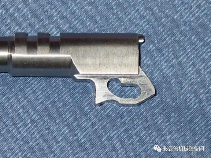 为什么有的手枪套筒后坐时枪管向上翘?
